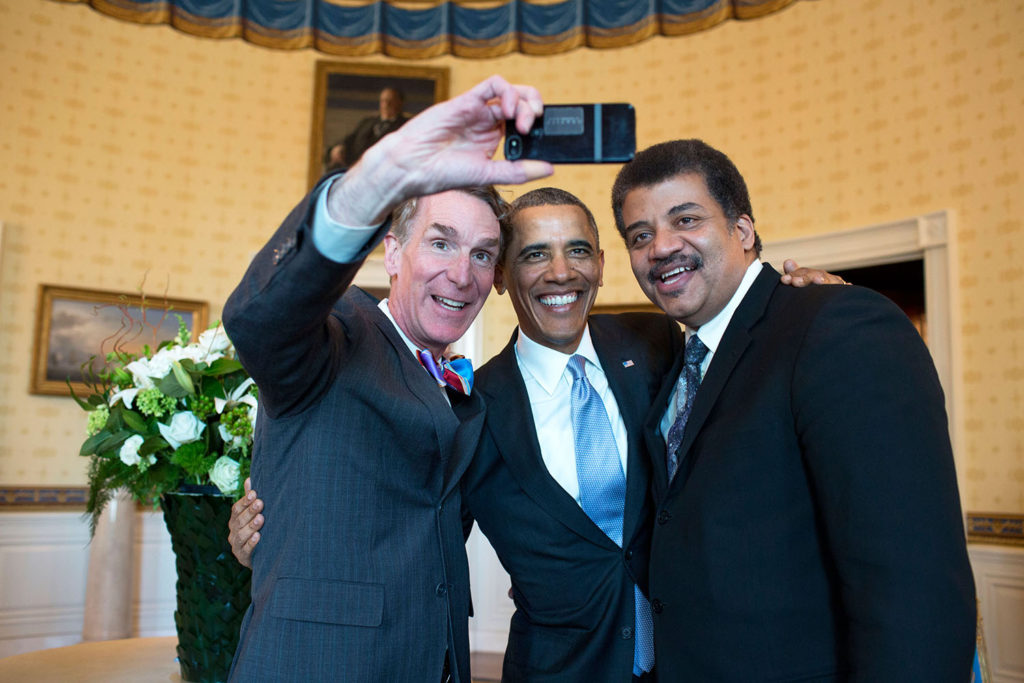 Source: https://commons.wikimedia.org/wiki/File:Bill_Nye,_Barack_Obama_and_Neil_deGrasse_Tyson_selfie_2014.jpg